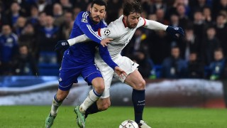 Paris Saint-Germain's Brazilian defender Maxwell (R) battles with Chelsea's Spanish midfielder Pedro (L) during the UEFA Champions League round of 16 second leg football match between Chelsea and Paris Saint-Germain (PSG) at Stamford Bridge in London on March 9, 2016.  / AFP / BEN STANSALL