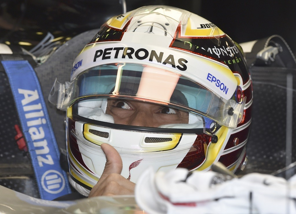 Mercedes AMG Petronas F1 Team's British driver Lewis Hamilton sits in his car in the garage during the first practise session of the Formula One Australian Grand Prix in Melbourne on March 18, 2016. / AFP / PETER PARKS / --IMAGE RESTRICTED TO EDITORIAL USE - STRICTLY NO COMMERCIAL USE--