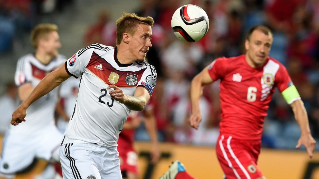 (FILES) This file photo taken on June 13, 2015 shows Germany's midfielder Max Kruse eyeing the ball next to Gibraltar's defender Roy Chipolina (R) during the EURO 2016 group D qualifying football match Gibraltar vs Germany at the Algarve stadium in Faro. Germany's midfielder Max Kruse has being dropped from the squad for the next two matches, the German Football Association (DFB) announced on March 21, 2016. / AFP / FRANCISCO LEONG