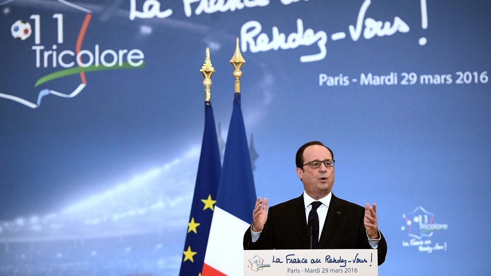 """French President Francois Hollande delivers a speech during his visit at the INSEP or French National Institute of Sport and Physical Education, as part of the event """"11 Tricolore, La France au rendez-vous"""" in Paris on March 29, 2016.  The """"11 Tricolore"""" eleven-member committee, is a government initiative for the UEFA EURO 2016 aimed at promoting top public policies. / AFP / STEPHANE DE SAKUTIN"""