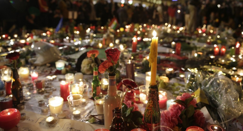 Flowers and candles are pictured as people gather at a makeshift memorial on the Place de la Bourse (Beursplein) in Brussels on March 23, 2016, a day after a triple bomb attack, which responsibility was claimed by the Islamic State group, left 31 dead and hundreds injured in the Belgian capital. World leaders united in condemning the carnage in Brussels and vowed to combat terrorism, after Islamic State bombers killed 31 people in a strike at the symbolic heart of the EU. AFP PHOTO / KENZO TRIBOUILLARD / AFP / KENZO TRIBOUILLARD