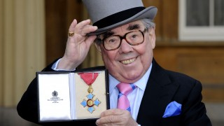 British comedian Ronnie Corbett poses with his medal after he received the honour Commander of the Order of the British Empire (CBE) from Britain's Queen Elizabeth II during an investiture ceremony at Buckingham Palace in central London on February 16, 2012. Corbett was honoured for his services to entertainment. AFP PHOTO / POOL / REBECCA NADEN / AFP / POOL / REBECCA NADEN