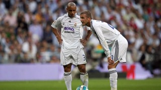 Real Madrid's David Beckham (R) talks with Brazilian Roberto Carlos before taking a free kick against Mallorca during the final Spanish league football match of the season, 17 June 2007 at the Santiago Bernabeu stadium in Madrid.  AFP PHOTO/PEDRO ARMESTRE / AFP / PEDRO ARMESTRE