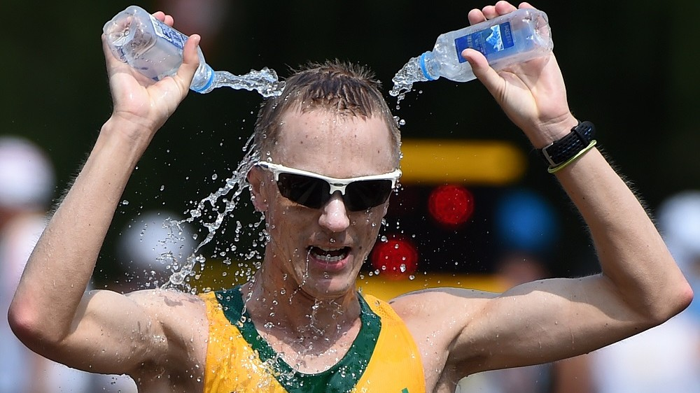 """Australia's Jared Tallent pours water on his head in the final of the men's 50 kilometres race walk athletics event at the 2015 IAAF World Championships at the """"Bird's Nest"""" National Stadium in Beijing on August 29, 2015.  AFP PHOTO / WANG ZHAO / AFP / WANG ZHAO"""