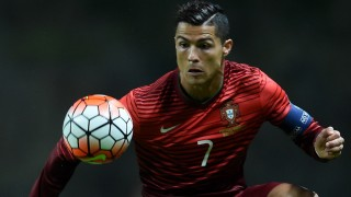 Portugal's forward Cristiano Ronaldo controls the ball during the Euro 2016 qualifying football match Portugal vs Denmark at the Municipal stadium in Braga on October 8, 2015.   AFP PHOTO/ FRANCISCO LEONG / AFP / FRANCISCO LEONG