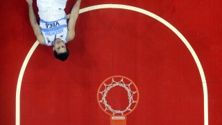 Argentine Facundo Campazzo falls on the ground during a Spain 2014 FIBA World Cup qualifier match against Puerto Rico in Caracas on September 5, 2013. AFP PHOTO/ Leo RAMIREZ. / AFP / LEO RAMIREZ