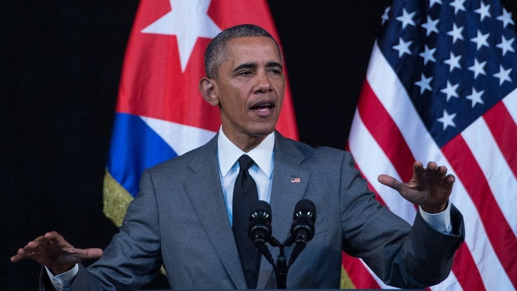 US President Barack Obama delivers a speech at the Gran Teatro de la Habana in Havana on March 22, 2016. President Barack Obama said that Cubans should be free to speak without fear, should not be detained for their thoughts and should embrace democracy, in a speech televised across the Communist-run island Tuesday.   AFP PHOTO/ Nicholas KAMM / AFP / NICHOLAS KAMM