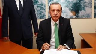 BRUSSELS, BELGIUM - OCTOBER 06:  Turkish President Recep Tayyip Erdogan (right) visits the Yunus Emre Institute in Brussels, Belgium on October 06, 2015. Kayhan Ozer / Anadolu Agency