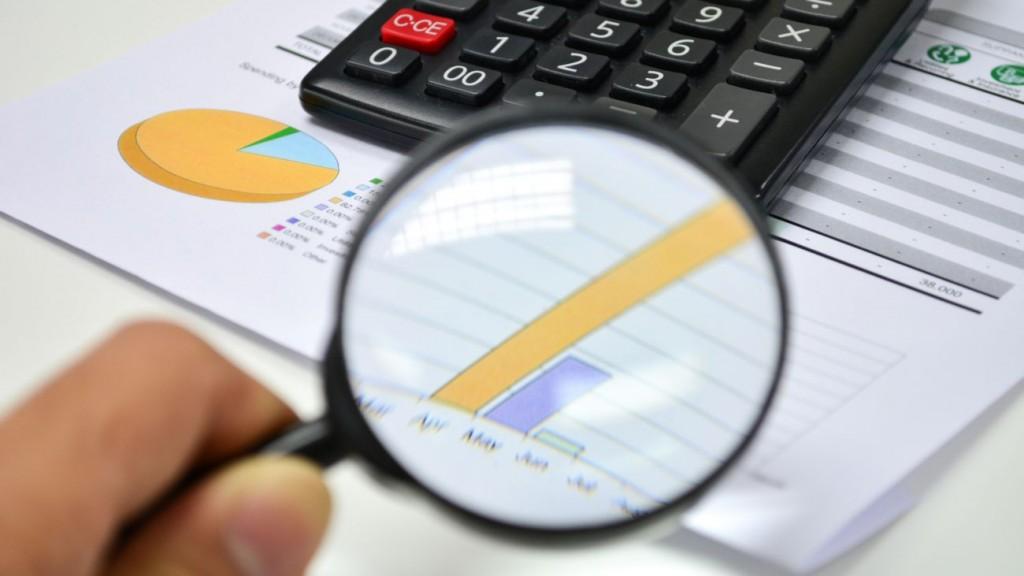 Business analytics. Calculator, financial reports