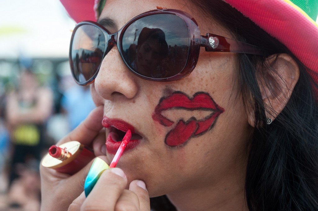 CUBA, Havana: A woman is applied makeup to her face as Rolling Stones fans wait for the start of a free concert on March 25, 2016 in Havana, Cuba. Thousands of fans waited for the Rolling Stones to play for the first time in Cuba, after the music was once banned by the government. - CITIZENSIDE/Calixto Llanes