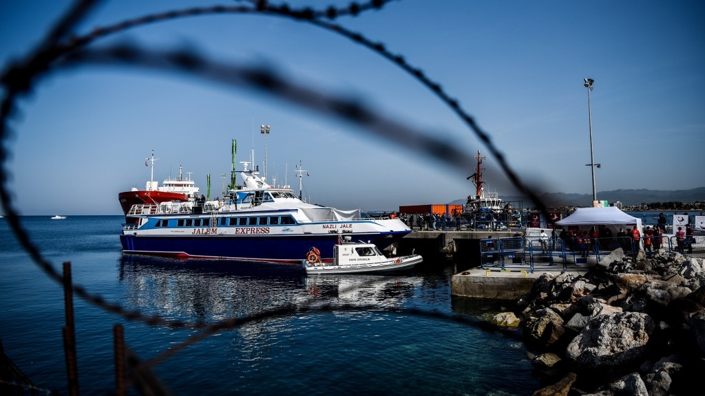 A small Turkish ferry carrying migrants who are deported to Turkey, arrives on April 4, 2016 at the port of Dikili district in Izmir.  Migrants return from Greece to Turkey begun under the terms of an EU deal that has worried aid groups, as Athens struggles to manage the overload of desperate people on its soil. Over 51,000 refugees and migrants seeking to reach northern Europe are stuck in Greece, after Balkan states sealed their borders. Hundreds more continue to land on the Greek islands every day despite the EU deal. / AFP / OZAN KOSE
