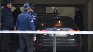 """A police vehicle arrives at Brussels courthouse on April 14, 2016, before the detention hearing of top Paris and Brussels attacks suspect Mohammed Abrini with suspected bomber Osama Krayem and two other suspects. Paris attacks suspect Mohamed Abrini confessed on April 10 to being """"the man in the hat"""" caught on video with suicide bombers at Brussels airport last month, images that had sparked a massive manhunt. / AFP PHOTO / JOHN THYS"""