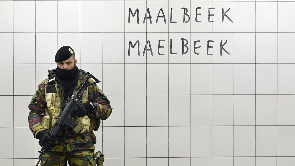 A Belgian serviceman stands guard at the Maelbeek - Maalbeek metro station on its re-opening day on April 25, 2016 in Brussels, after being closed since the 22 March attacks in the Belgian capital.  Maelbeek - Maalbeek metro station was hit by one of the three Islamic State suicide bombers who struck Brussels airport and metro on March 22, killing 32 people and injuring hundreds. / AFP PHOTO / JOHN THYS