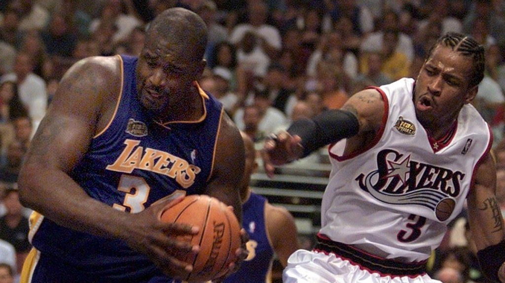 Los Angles Lakers center Shaquille O'Neal (L) pulls the ball away from Philadelphia 76ers guard Allen Iverson (R) during the second quarter of game four of the NBA Finals, 13 June, 2001 at the First Union Center in Philadelphia, PA. The Lakers lead the best-of-seven game series 2-1.   AFP PHOTO/Don EMMERT / AFP / DON EMMERT