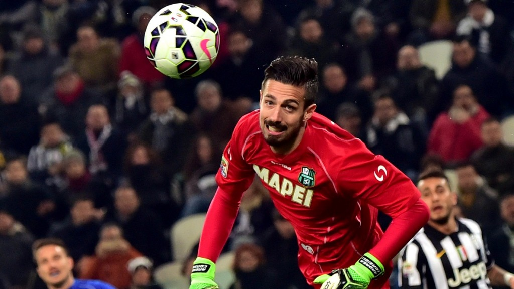 """Sassuolo's goalkeeper Andrea Consigli eyes the ball during the Serie A football match Juventus vs Sassuolo at """"Juventus Stadium"""" in Turin on March 09, 2015 . AFP PHOTO / GIUSEPPE CACACE / AFP PHOTO / GIUSEPPE CACACE"""