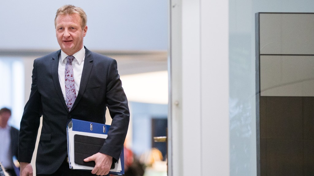 State Interior Minister of North Rhine-Westphalia, Ralf Jaeger, arrives to a domestic committee session in the Landtag in Duesseldorf, Germany, 21 January 2016. In the aftermath of attacks on women in multiple cities in North Rhine-Westphalia on New Year's Eve, Jaeger reports on the current state of investigations in the state parliament. Photo:RALFVENNENBERND/dpa