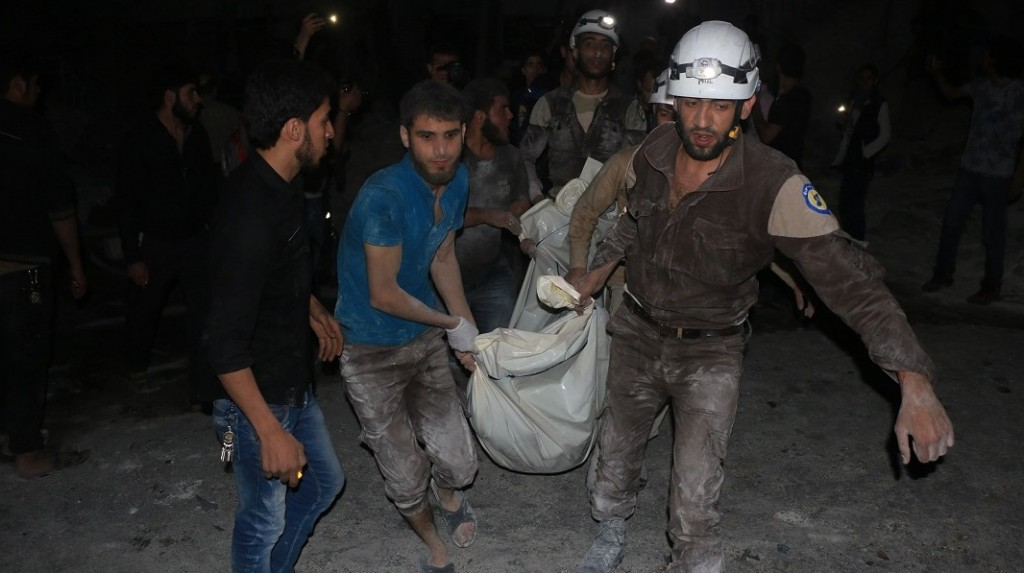 ALEPPO, SYRIA - APRIL 27: Syrians carry a death body after War crafts belonging to Russian army carried out an airstrikes to Jerusalem field hospital at Sukeri region of Aleppo, Syria on April 27, 2016. 30 people killed and at least 62 people were wounded during an airstrike. Beha el Halebi / Anadolu Agency