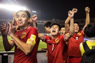 XI AN, CHINA - MARCH 29:  (CHINA OUT) China players celebrate victory after the FIFA 2018 World Cup Qualifier match between China and Qatar at Shaanxi Province Stadium on March 29, 2016 in Xi An, China.  (Photo by VCG/VCG via Getty Images)