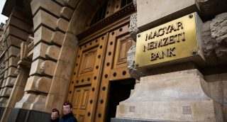 Image: 73649306, A Magyar Nemzeti Bank bejárata., Place: Budapest, Hungary, License: Rights managed, Model Release: No or not aplicable, Property Release: Yes, Credit: smagpictures.com