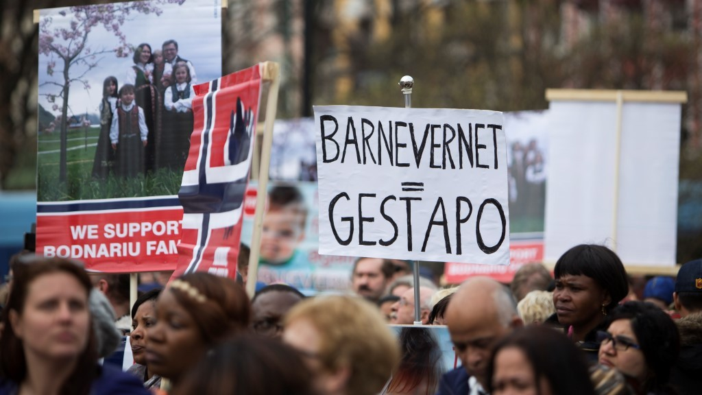 Some 200 people gather in Oslo, on April 16, 2016 to protest against Norwegian child welfare service (Barnevernet).   Norwegian Child Welfare Services is facing strong criticism around the world for their strict enforcement of the law banning corporal punishments on kids.  / AFP PHOTO / NTB Scanpix / Berg-Rusten, Ole / Norway OUT