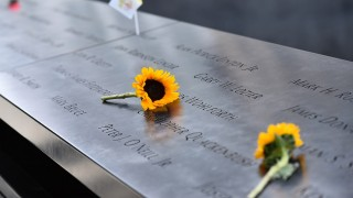 A flower is left on the memorial for those lost during the September 11, 2001 terrorists attacks as Pope Francis visits the South Pool at the World Trade Center in New York , on September 25, 2015.  Pope Francis, who has built a wide global following for his reform-minded views, is on a five-day official visit to the US. AFP PHOTO / VINCENZO PINTO / AFP PHOTO / VINCENZO PINTO