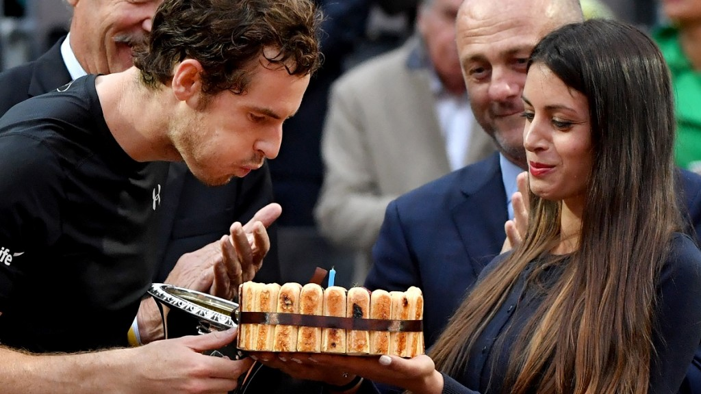 England's Andy Murray celebrates his birthday after winning the men's final match against Serbia's Novak Djokovic at the ATP Tennis Open on May 15, 2016 at the Foro Italico in Rome.  / AFP PHOTO / TIZIANA FABI