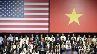 US President Barack Obama (C) speaks at a Young Southeast Asian Leaders Initiative town hall event in Ho Chi Minh City on May 25, 2016. Obama fielded questions on May 25 on everything from rap and weed smoking to leadership and his good looks at a lively town hall-style meeting with young Vietnamese, who say the US leader is a far cry from their staid Communist rulers. / AFP PHOTO / CHRISTOPHE ARCHAMBAULT