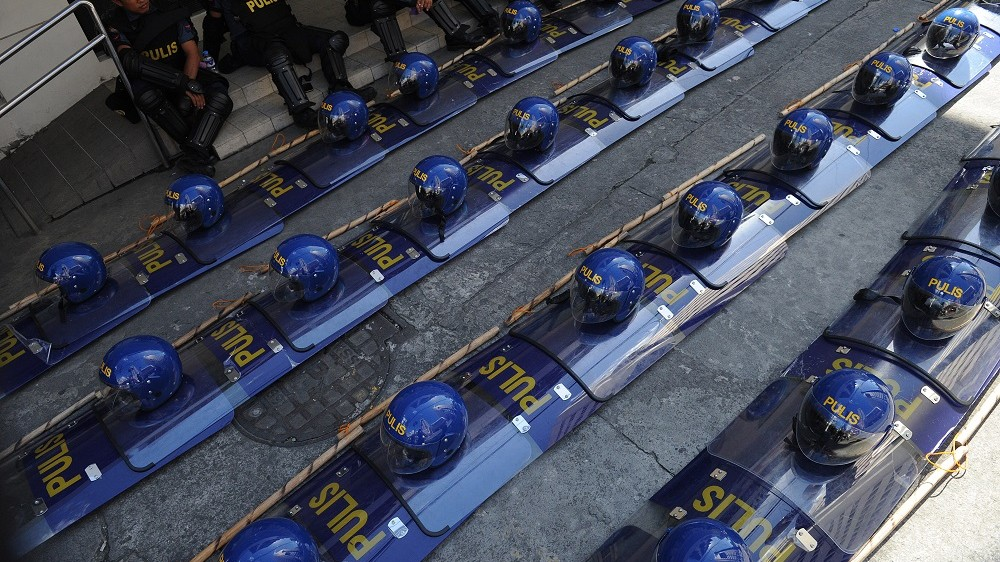 Helmets and shields sit lined up as Philippine riot police take a break after clashes with protesters demonstrating against the Asia-Pacific Economic Cooperation (APEC) Summit in Manila on November 19, 2015. Riot police fired water cannons at hundreds of protesters in the Philippine capital on November 19 in clashes close to the summit of Asia-Pacific leaders that included US President Barack Obama.   AFP PHOTO / Jay DIRECTO / AFP PHOTO / JAY DIRECTO