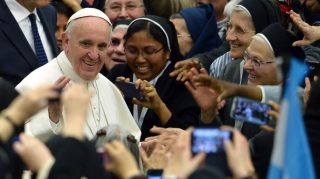 Pope Francis greets nuns as he arrives for a meeting with religious for the conclusion of the Year of Consecrated Life at Paul VI audience hall on February 1, 2016 at the Vatican.   AFP PHOTO / FILIPPO MONTEFORTE / AFP PHOTO / FILIPPO MONTEFORTE