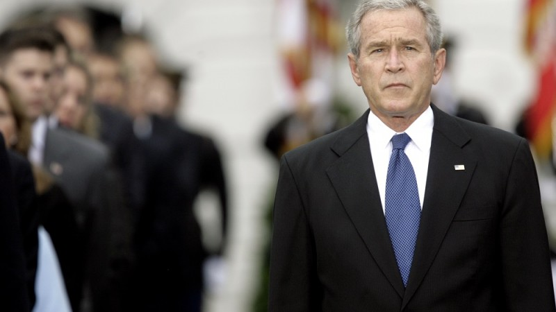 US President George W. Bush participates in a moment of silence in remembrance of the victims of the 11 September 2001 attacks on the World Trade Center and the Pentagon, on the South Lawn of the White House in Washington, DC, 11 September 2007. AFP PHOTO/SAUL LOEB / AFP PHOTO / SAUL LOEB