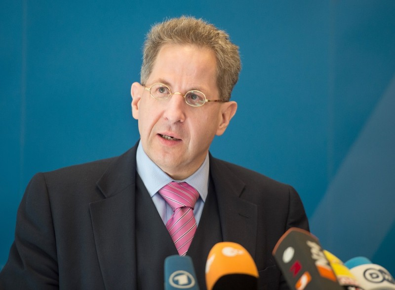Hans-Georg Maasen (l), President of the Federal Office for the Protection of the Constitution, during a press conference for the symposium 'The Islamic State - A Global Threat' in Berlin, Germany, 2 May 2016. PHOTO: SOEREN STACHE/dpa