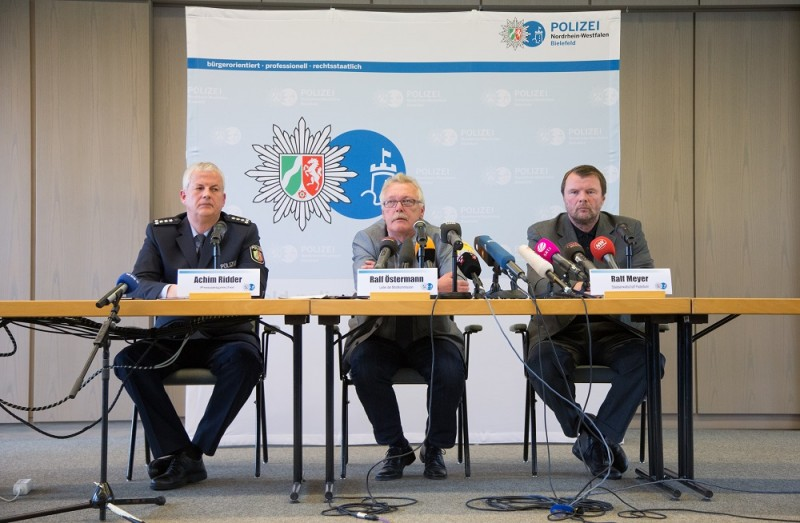 Bielefeld police spokesman Achim Ridder (L-R), Ralf Oestermann, head of the homicide division, and senior prosecutor Ralf Meyer attend a press conference in a police facility in Bielefeld, Germany, 03 May 2016. Police and the public prosection department briefed journalists on the progress in the ongoing investigation. A man and his ex-wife are accused of holding a 41-year-old woman captive for weeks in a house in Hoexter and subjecting her to severe abuse that caused her death. Photo: FRISOGENTSCH/dpa