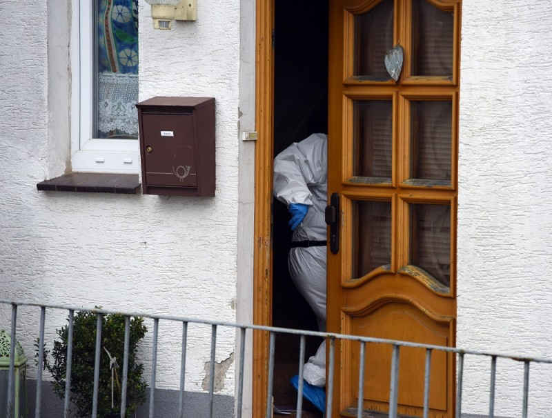 A member of the crime scene unit stannding in the door of the house of the accused married couple in Hoexter, Germany, 3 May 2016. The couple supposedly responsible for the death of a 41-year-old woman is said to have admitted to another homicide. PHOTO: CAROLINE SEIDEL/dpa