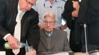 Defendant Reinhold Hanning (C) has water poured for him by one of his lawyers Andreas Scharmer (L) during a session of the trial against him, in Detmold, Germany, 20 May 2016. The 94-year-old World War II SS guard is facing a charge of being an accessory to at least 170,000 murders at Auschwitz concentration camp. Prosecutors state that he was a member of the SS 'Totenkopf' (Death's Head) Division and that he was stationed at the Nazi regime's death camp between early 1943 and June 1944.. Photo: BERND THISSEN/dpa
