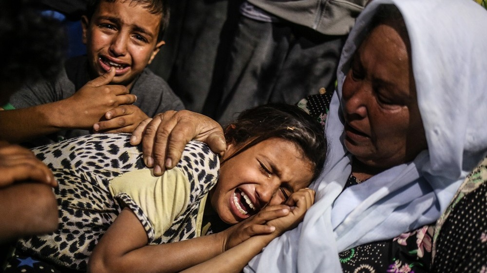 RAFAH, GAZA - MAY 5: Relatives of Zine al-Umur, 55, who lost her life after Israeli warplanes bombed around Gaza's southern, during a funeral ceremony in east of the Rafah city, Gaza on May 5, 2016.     Ali Jadallah / Anadolu Agency