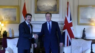 London, 2016. május 24. Áder János köztársasági elnököt (b) fogadja David Cameron brit miniszterelnök a londoni kormányfõi rezidencián, a Downing Street 10.-ben 2016. május 24-én. MTI Fotó: Koszticsák Szilárd