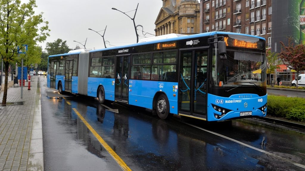 Bemutatták a Modulo M168D csuklós autóbuszt