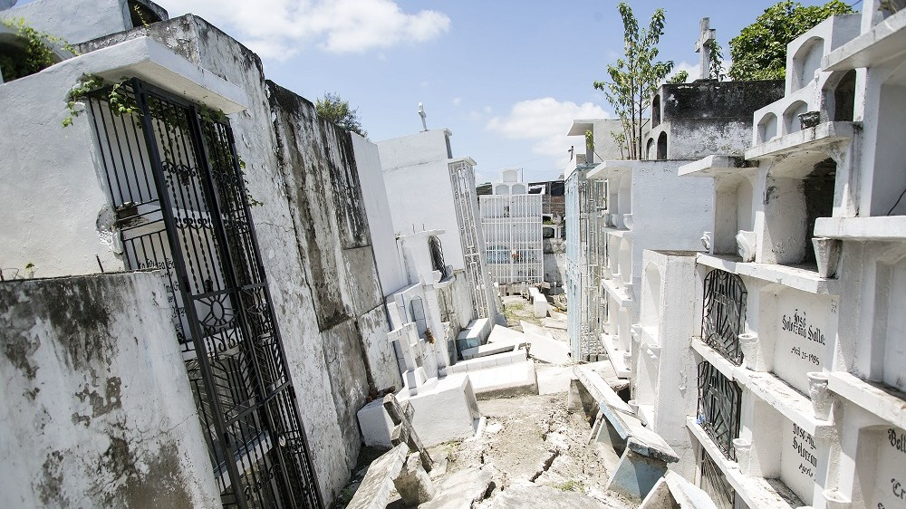 PORTOVIEJO, ECUADOR - APRIL 25:  Aftermaths after an earthquake struck in Ecuador at Municipal Cementery on April 25, 2016 in Portoviejo, Ecuador. At least 602 people were killed after a 7.8-magnitude quake on April 16, 2016. (Photo by Edu Leon/LatinContent/Getty Images)