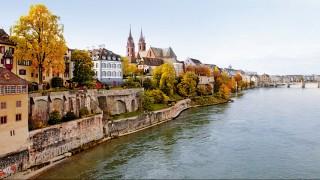 """The shore of the Rhine on the """"Grossbasel"""" side with a view of the cathedral and the Mittlere BrÃcke in the background. -- Das Grossbasler Rheinufer mit Blick auf das Basler MÃnster und die Mittlere BrÃcke im Hintergrund."""