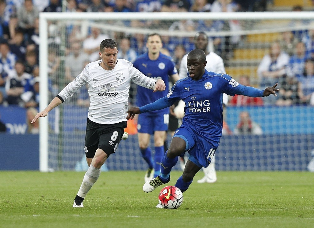 Everton's Costa Rican midfielder Bryan Oviedo (L) vies with Leicester City's French midfielder N'Golo Kante during the English Premier League football match between Leicester City and Everton at King Power Stadium in Leicester, central England on May 7, 2016. / AFP PHOTO / ADRIAN DENNIS / RESTRICTED TO EDITORIAL USE. No use with unauthorized audio, video, data, fixture lists, club/league logos or 'live' services. Online in-match use limited to 75 images, no video emulation. No use in betting, games or single club/league/player publications.  /