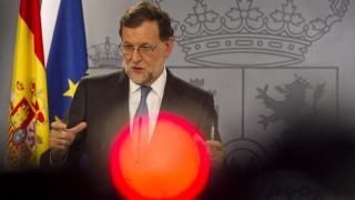 Spanish Prime minister Mariano Rajoy gives a press Conference after meeting with Spanish King, at La Moncloa palace in Madrid on February 26, 2016.  / AFP PHOTO / CURTO DE LA TORRE