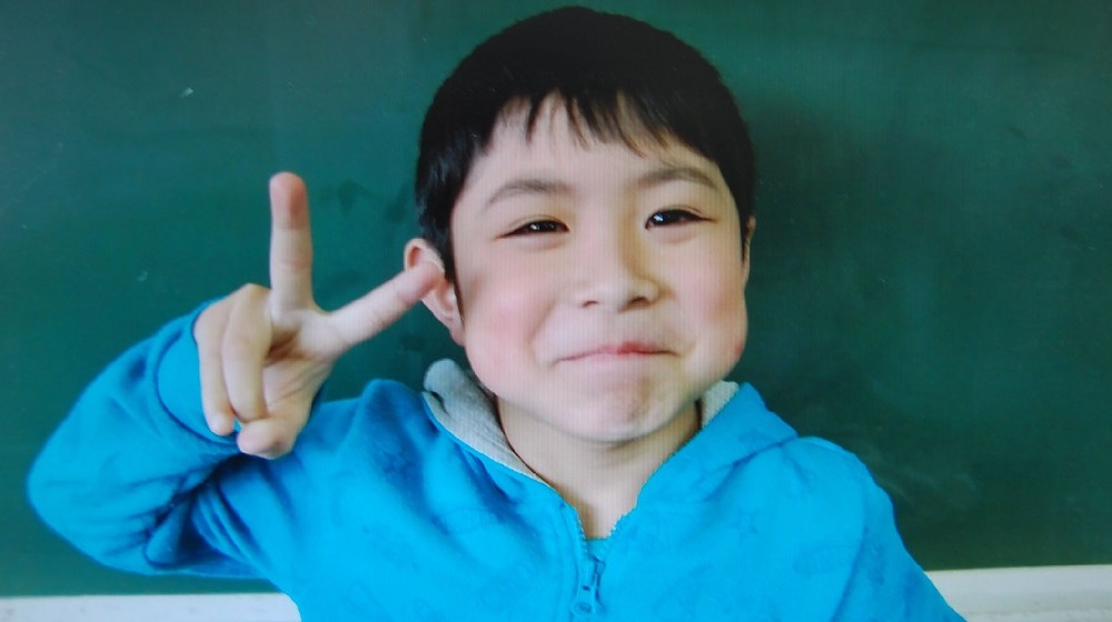 This undated handout picture provided by an elementary school of Hokuto city shows Yamato Tanooka.  The seven-year-old boy missing since being abandoned in a bear-inhabited forest in northern Japan as a punishment nearly a week ago was found alive on June 3, 2016 and reunited with his parents, officials said. / AFP PHOTO / AN ELEMENTARY SCHOOL OF HOKUTO CITY / AN ELEMENTARY SCHOOL VIA JIJI PR