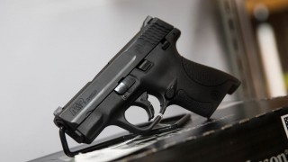 WASHINGTON, USA - JANUARY 9: A Smith & Wesson M&P Shield 9mm pistol for sale at Blue Ridge Arsenal in Chantilly, Va., USA on January 9, 2015. Samuel Corum / Anadolu Agency