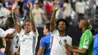 Colombia's Dayro Moreno (L) and Juan Cuadrado wave after winning the Copa America Centenario third place football match against the USA in Glendale, Arizona, United States, on June 25, 2016.  / AFP PHOTO / Mark RALSTON