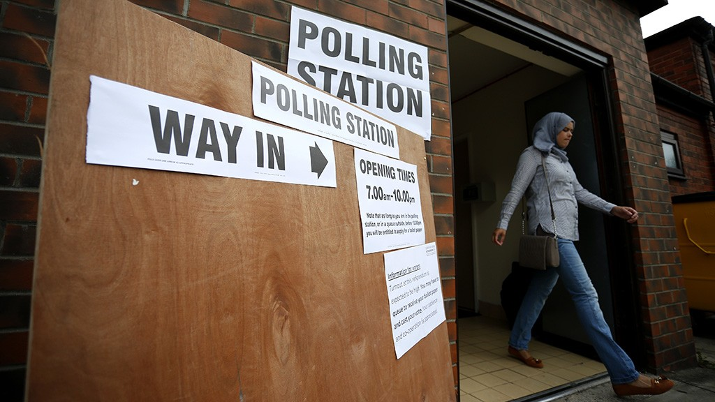 A local resident leaves after casting her vote on the EU referendum at the Hull Mosque in Kingston-Upon-Hull, northern England on June 23, 2016.Millions of Britons began voting today in a bitterly-fought, knife-edge referendum that could tear up the island nation's EU membership and spark the greatest emergency of the bloc's 60-year history. / AFP PHOTO / Lindsey Parnaby