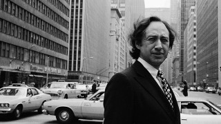 Portrait of American author Alvin Toffler, New York, New York, 1970s or 1980s. (Photo by Susan Wood/Getty Images)