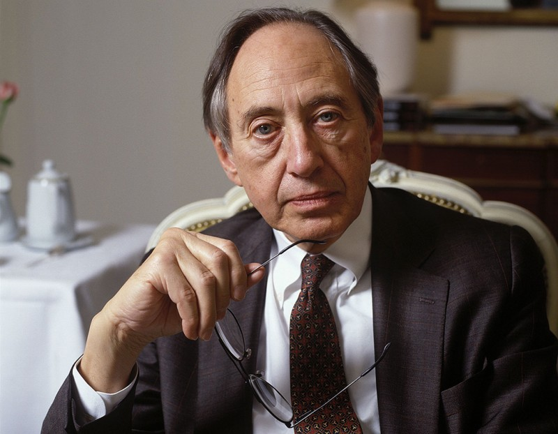 FRANCE - FEBRUARY 01:  Writer Alvin Toffler in France on February 01, 1994.  (Photo by Louis MONIER/Gamma-Rapho via Getty Images)