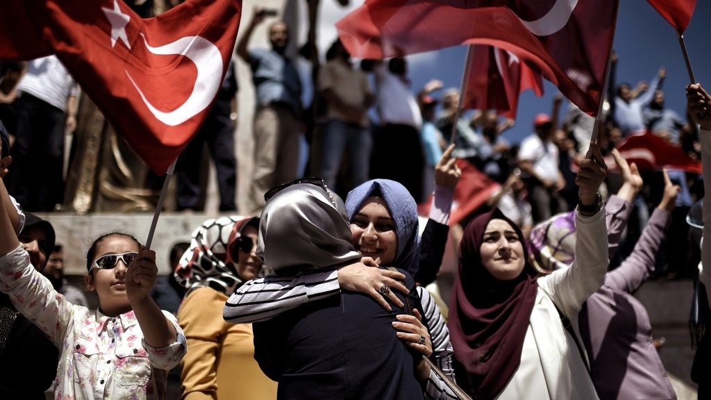 """Pro-Erdogan supporters react during a protest at the Sarchane park in Istanbul on July 19, 2016.  The Turkish army said on July 19 that the vast majority of its members had no links with the July 15 attempted coup and warned that the putschists would face severe punishment. The armed forces blamed the """"Fethullah Terrorist Organisation"""" (FETO) for the failed putsch, referring to Fethullah Gulen, a one-time ally turned foe of President Recep Tayyip Erdogan. Turkey's prime minister said on July 19 his government had sent four files to the United States, as Ankara seeks the extradition of US-based preacher Fethullah Gulen. / AFP PHOTO / ARIS MESSINIS"""