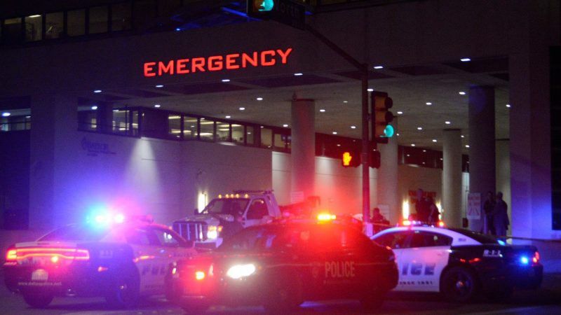 Dallas Police cars in front of the Baylor University medical center after a shooting in Dallas, Texas, USA, 08 July 2016. Police report that five officers have died as a result of their injuries as it appeared that two snipers shot the police from elevated positions during a protest rally in Dallas on 07 July. Photo: Mark Kaplan/dpa