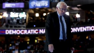PHILADELPHIA, PA - JULY 25: Sen. Bernie Sanders (I-VT) walks off stage after delivering remarks on the first day of the Democratic National Convention at the Wells Fargo Center, July 25, 2016 in Philadelphia, Pennsylvania. An estimated 50,000 people are expected in Philadelphia, including hundreds of protesters and members of the media. The four-day Democratic National Convention kicked off July 25.   Chip Somodevilla/Getty Images/AFP / AFP PHOTO / GETTY IMAGES NORTH AMERICA / CHIP SOMODEVILLA